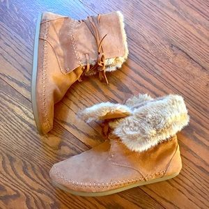 TOMS Zahara Suede Bootie with Faux Fur size 7.5